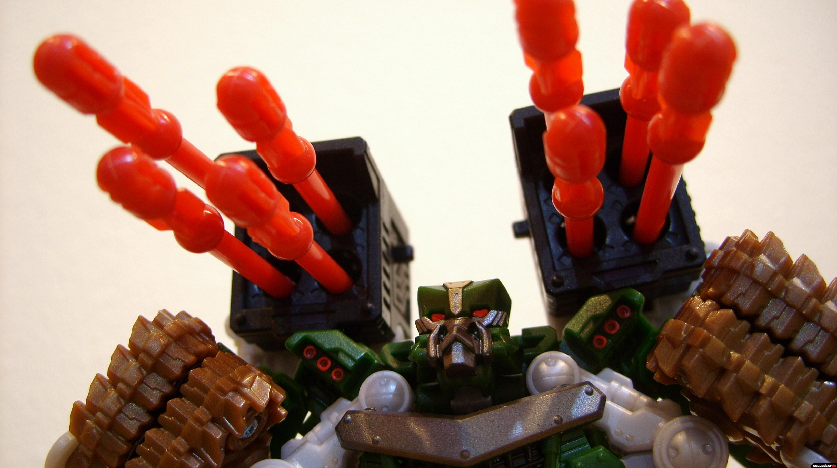 Deluxe-class Decepticon Hailstorm- Robot Mode posed (2)