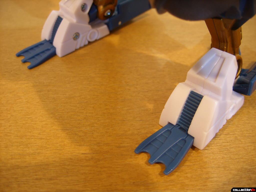 Voyager-class Autobot Sea Spray- dive mode (flippers detail)