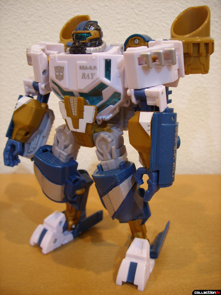 Voyager-class Autobot Sea Spray- robot mode (front)