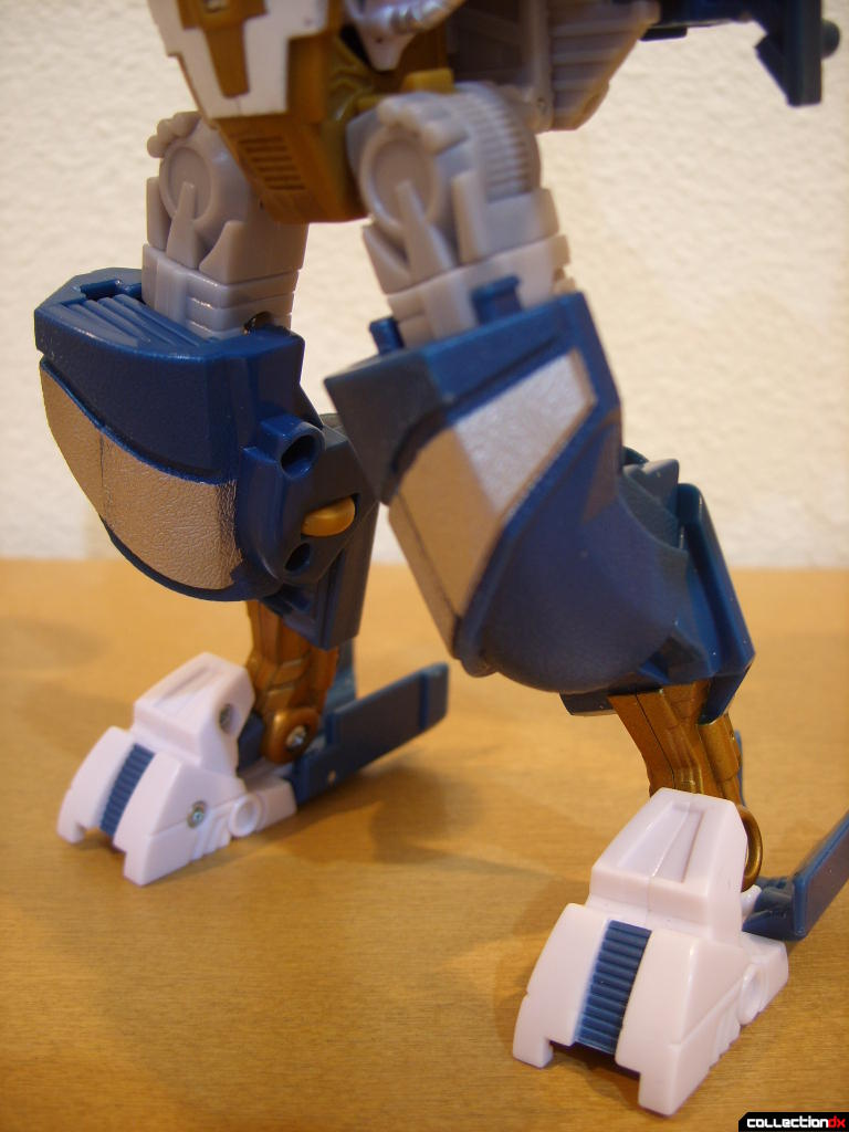 Voyager-class Autobot Sea Spray- robot mode (legs, front)