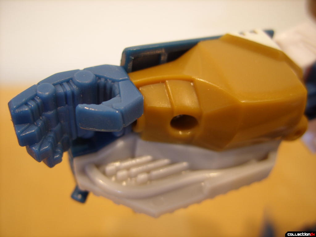 Voyager-class Autobot Sea Spray- robot mode (right forearm and hand)