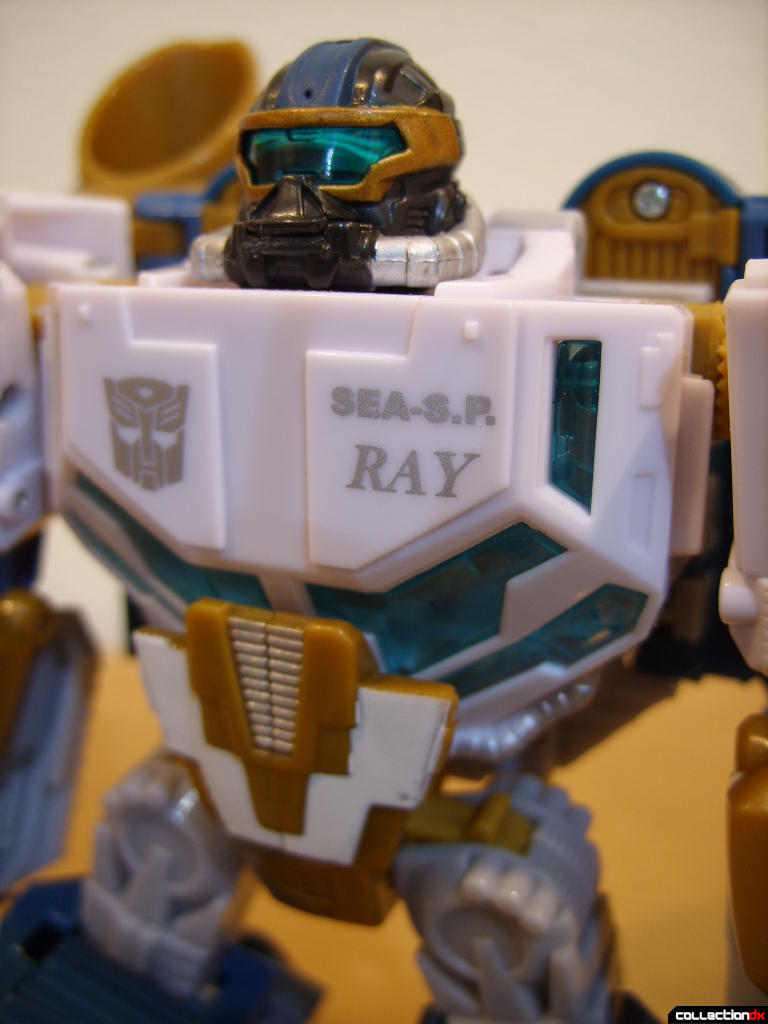 Voyager-class Autobot Sea Spray- robot mode (torso)
