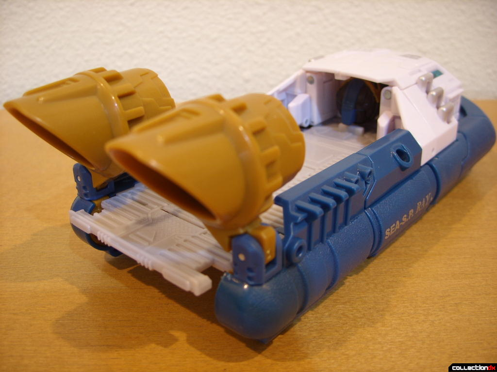 Voyager-class Autobot Sea Spray- vehicle mode (back)