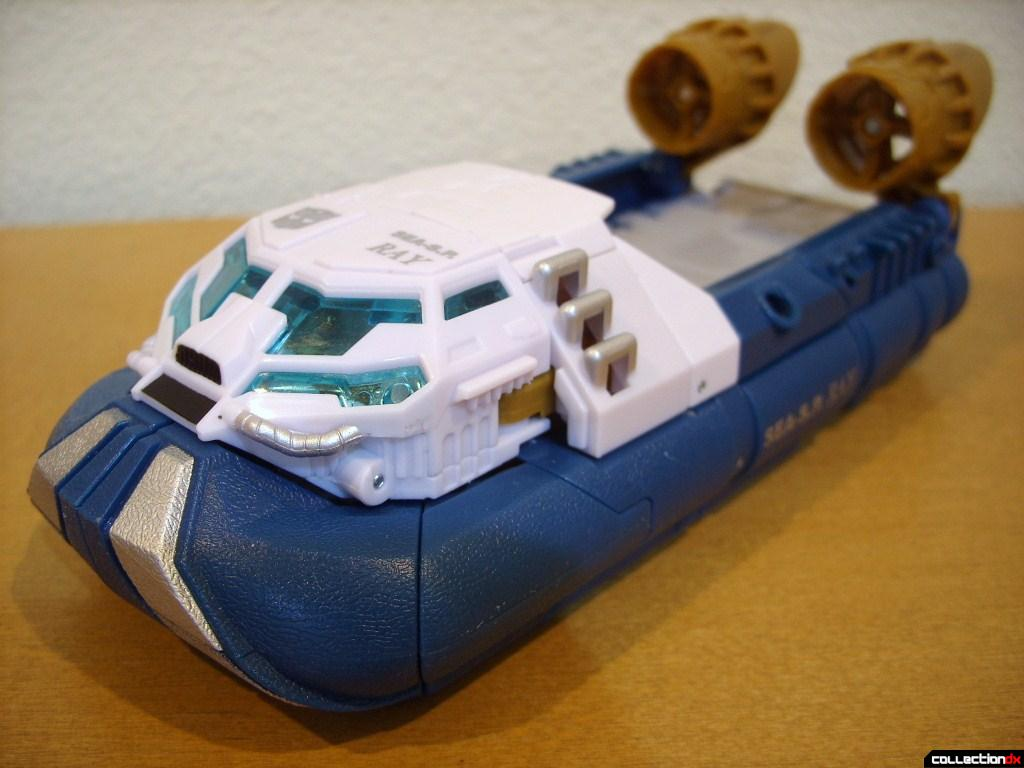 Voyager-class Autobot Sea Spray- vehicle mode (front)