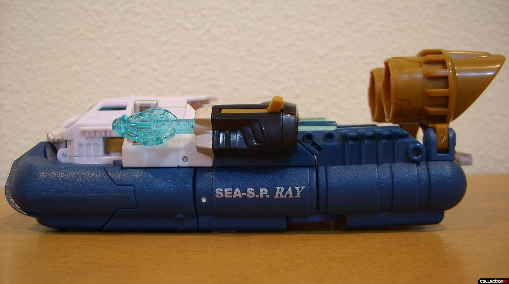 Voyager-class Autobot Sea Spray- vehicle mode (left profile)