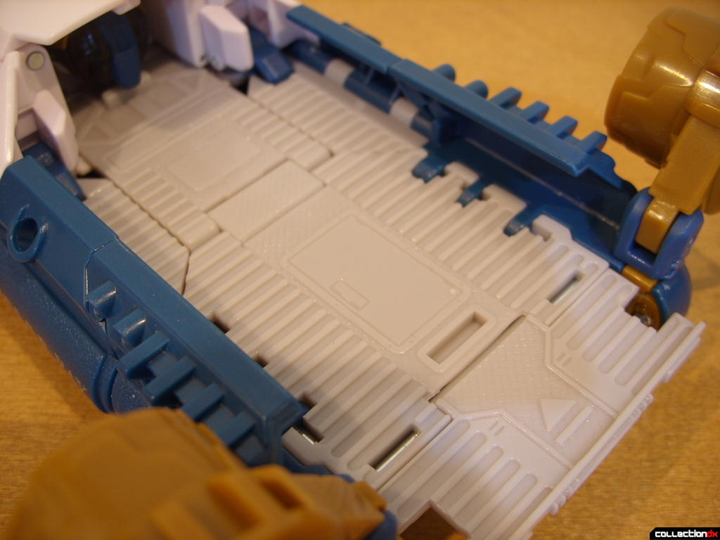Voyager-class Autobot Sea Spray- vehicle mode (ramp detail)