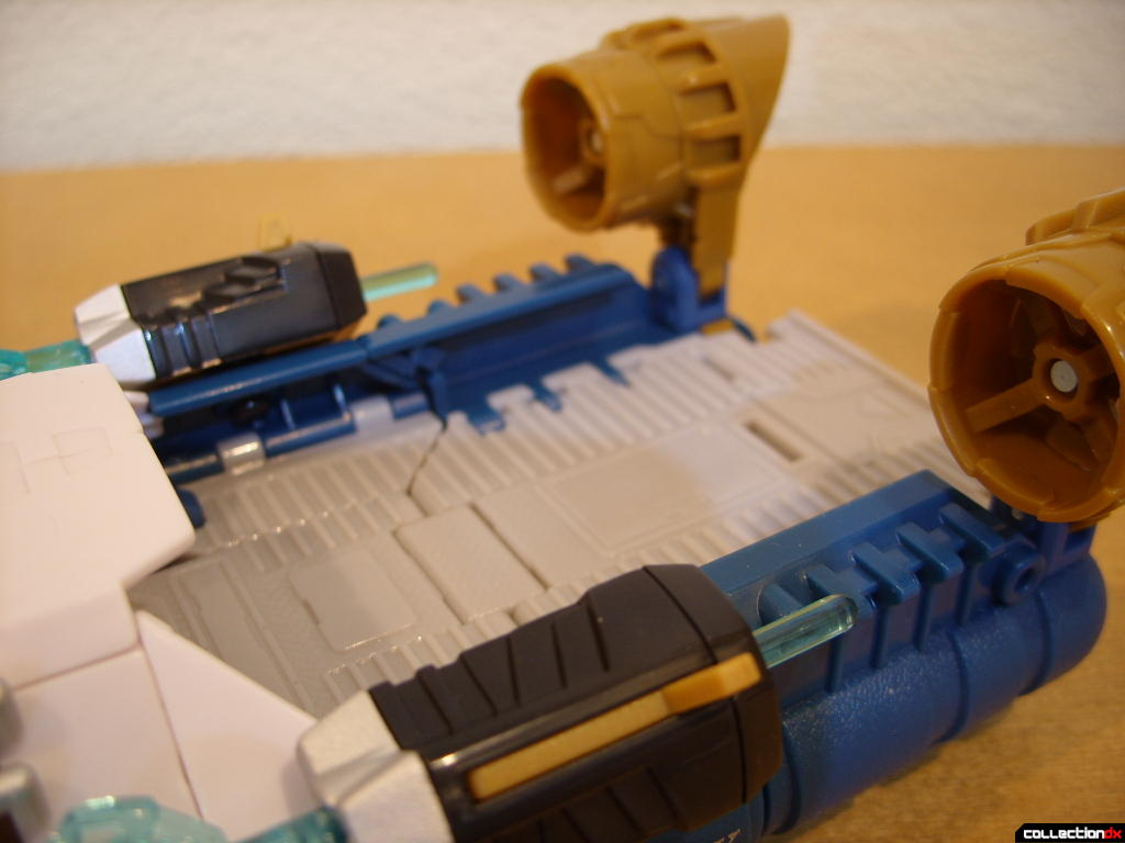 Voyager-class Autobot Sea Spray- vehicle mode (ramp, empty)