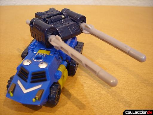 Scout-class Autobot Scattorshot- vehicle mode (missile turret pointing around)