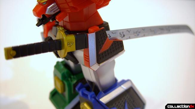 Super Robot Chogokin Shinken-Oh (DaiShinken hooked onto left hip)