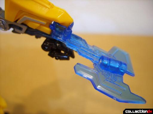 Deluxe-class Battle Blade Bumblebee - robot mode (battle blade detail)