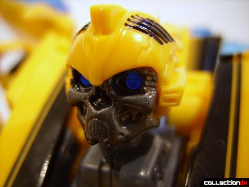Deluxe-class Battle Blade Bumblebee - robot mode (head)