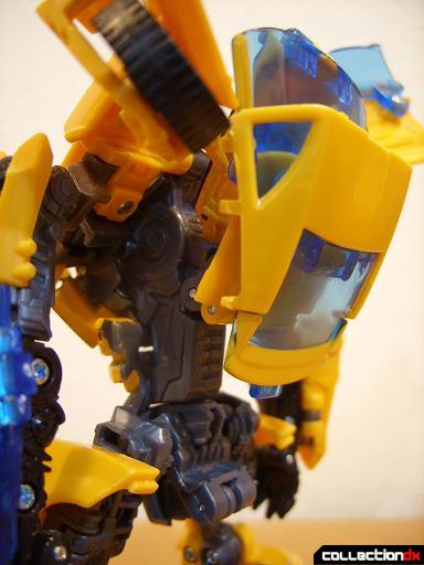 Deluxe-class Battle Blade Bumblebee - robot mode (torso, back detail)