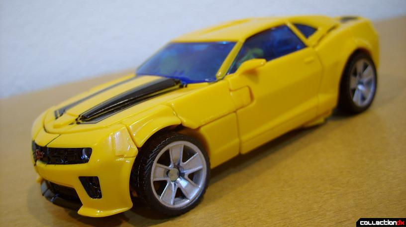 Deluxe-class Battle Blade Bumblebee - vehicle mode dramatic angle