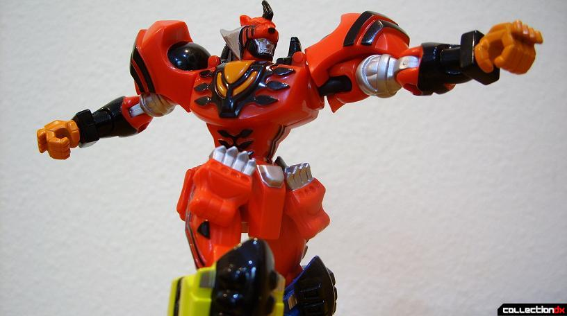 Retrofire Jungle Pride Megazord posed (6)