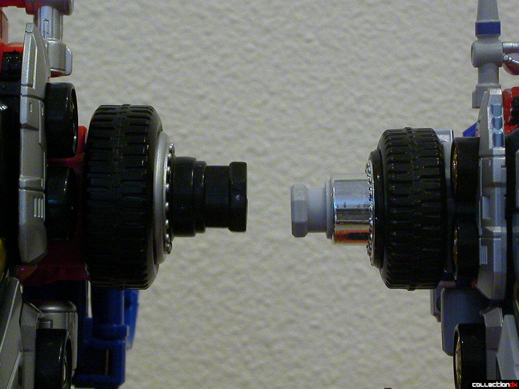 Shoulder joints- Deluxe DriveMax Megazord (left) and DX DaiBouken (right)