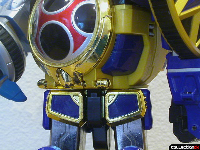 DX Senpuujin- waist joint detail (twisting right)
