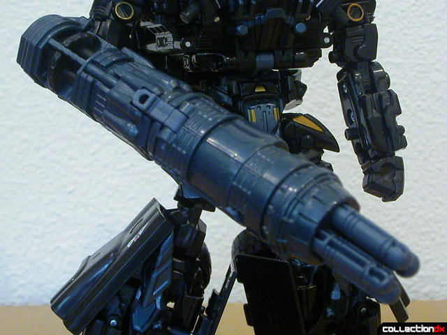 Autobot Ironhide- robot mode (cannons merged, detail)