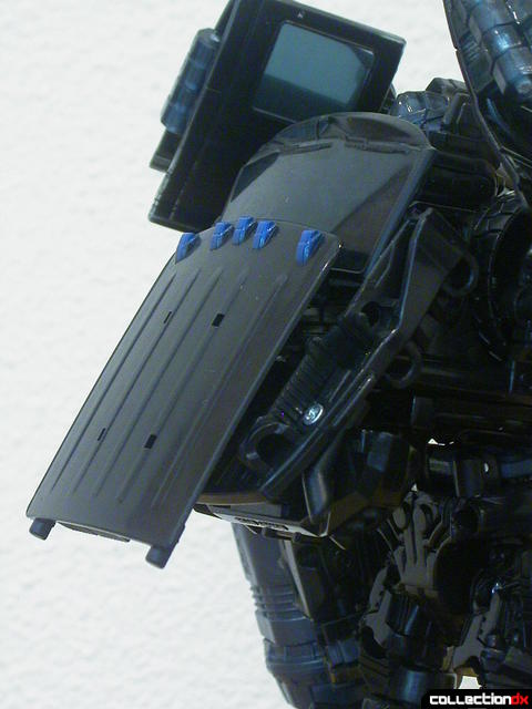 Autobot Ironhide- robot mode (collapsing cab roof 4-4)