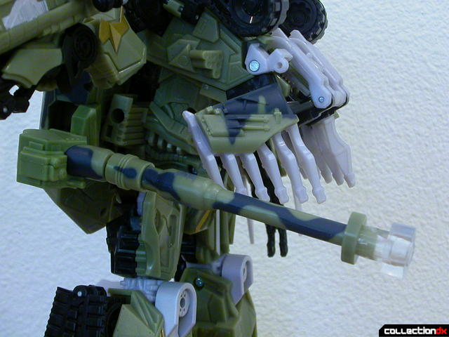 Decepticon Brawl- robot mode (120mm cannon positioned under right arm)