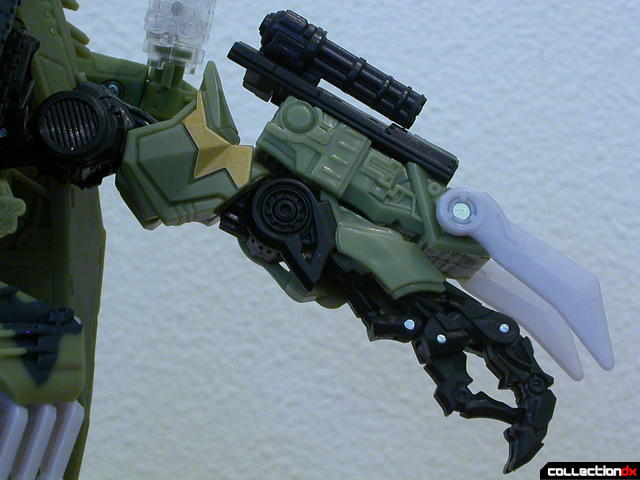 Decepticon Brawl- robot mode (left arm detail)