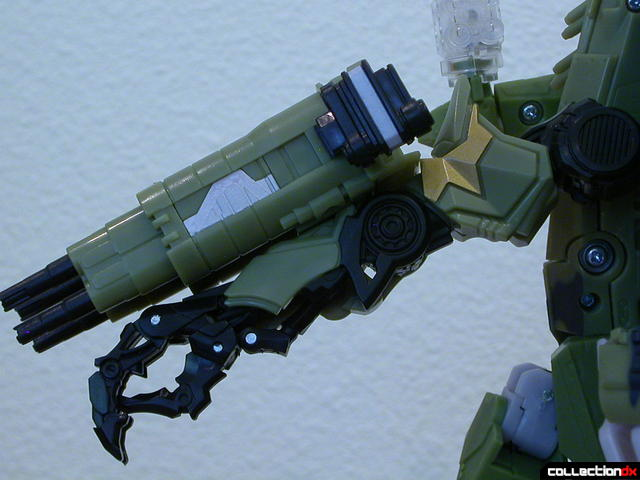 Decepticon Brawl- robot mode (right arm detail)