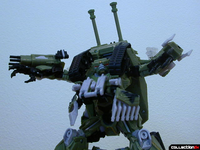 Decepticon Brawl- robot mode posed (2)