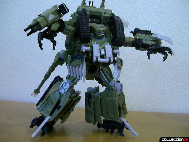 Decepticon Brawl- robot mode posed (3)