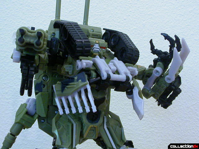 Decepticon Brawl- robot mode posed (aiming right arm cannons)