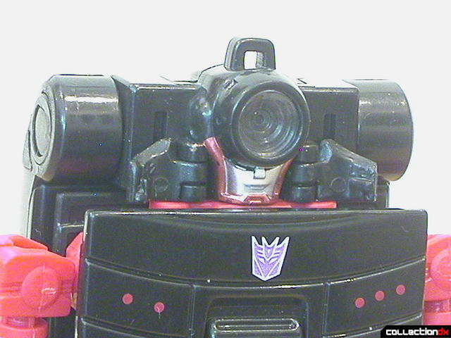Decepticon Wite Tap V20- robot mode (head detail)
