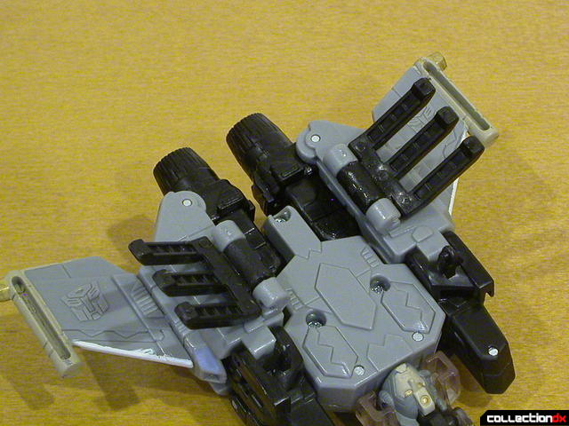 Autobot Skyblast- vehicle mode (claws detail, open)