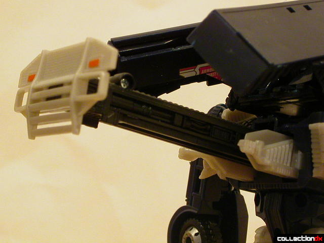 Decepticon Payload- robot mode (weapon bar trigger detail)