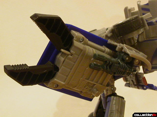 Decepticon Dropkick- robot mode (holding shield, with claw extended)