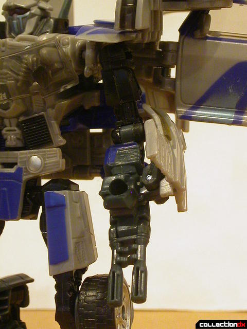 Decepticon Dropkick- robot mode (left arm detail)