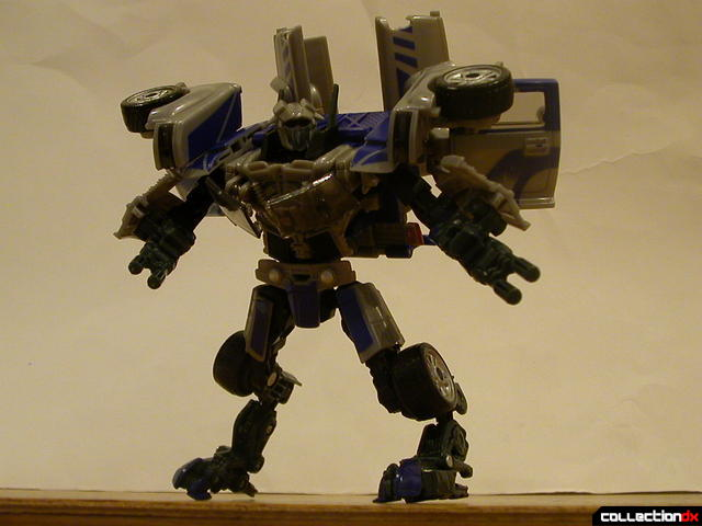 Decepticon Dropkick- robot mode posed (1)