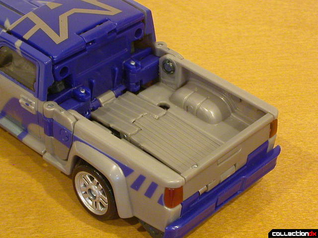 Decepticon Dropkick- vehicle mode (truck bed uncovered)