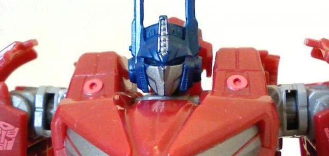 Deluxe Class Optimus Prime (War for Cybertron)