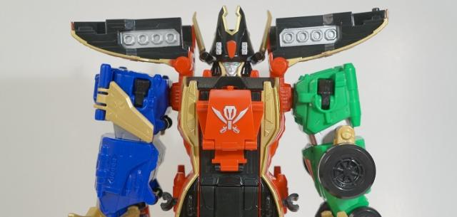 Legendary Megazord Power Rangers Super Megaforce