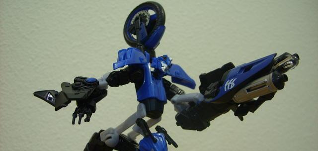Deluxe-class Autobot Chromia