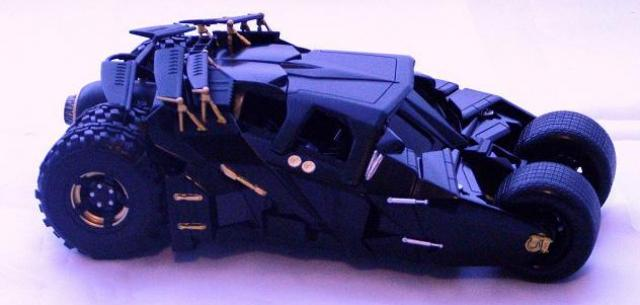 1/18 Batman Begins Batmobile (Tumbler)