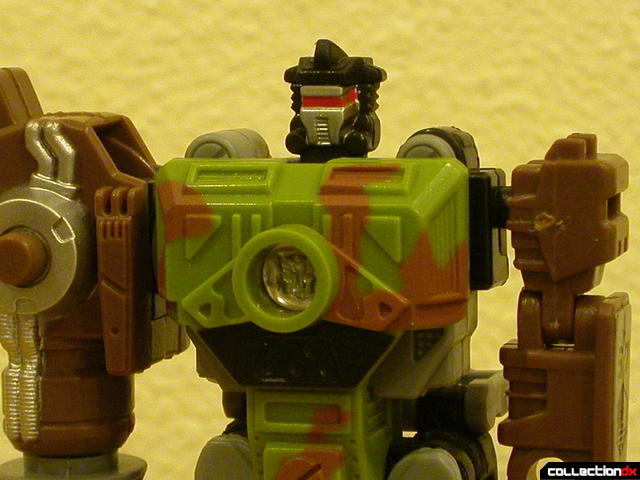 Autobot Signal Flare- robot mode (chest detail)