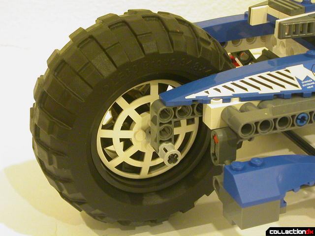 Hybrid Rescue Tank- drive section (big wheel detail)