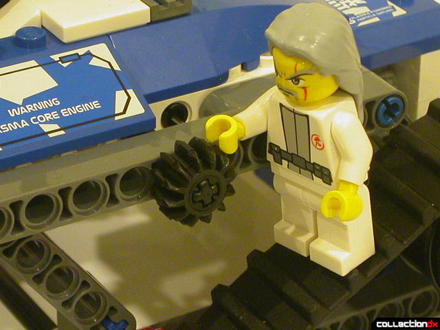 Hybrid Rescue Tank- drive section (Sensei Keiken minifig points out Technic gear)