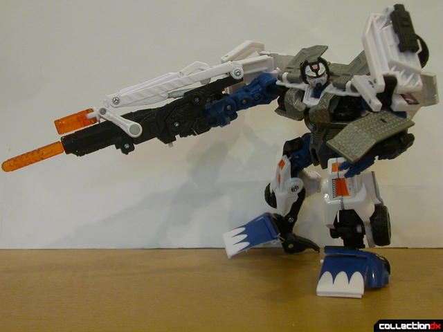 Battle Scenes Autobot Longarm- robot mode posed (1)