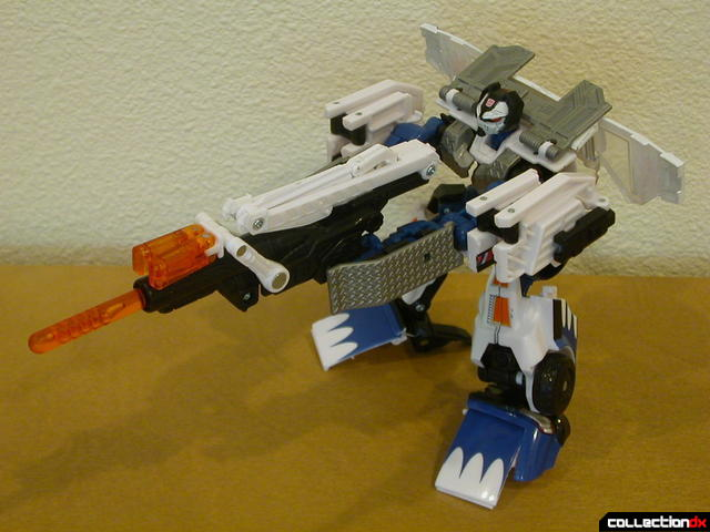Battle Scenes Autobot Longarm- robot mode posed (3)