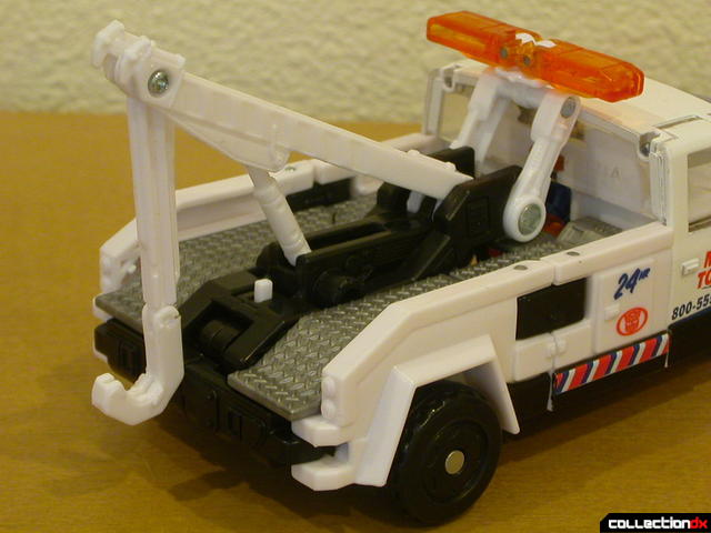 Battle Scenes Autobot Longarm- vehicle mode (towing details)
