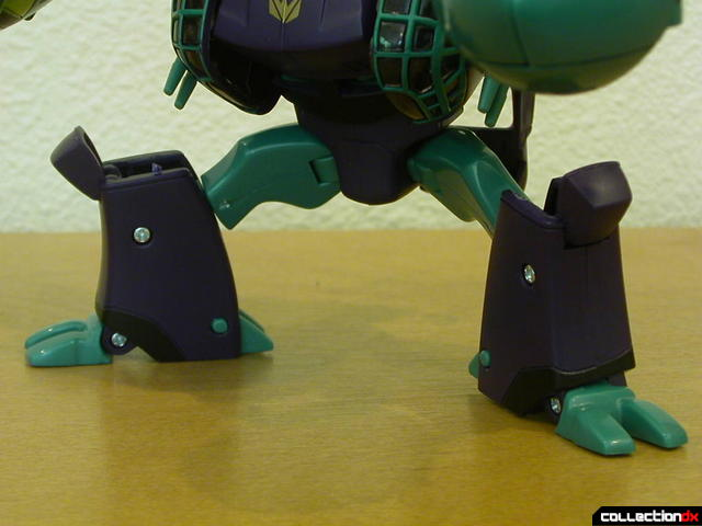 Decepticon Lugnut- robot mode (legs apart, knees bent)
