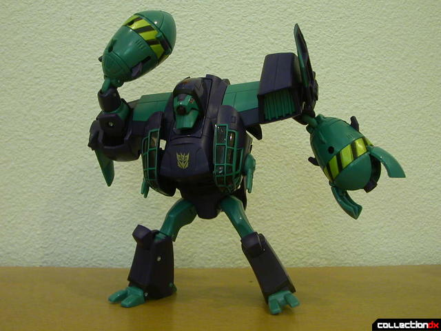 Decepticon Lugnut- robot mode posed (1)