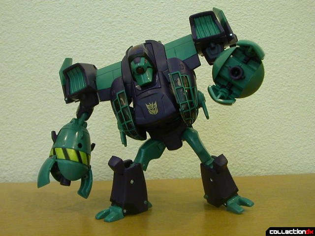 Decepticon Lugnut- robot mode posed (2)