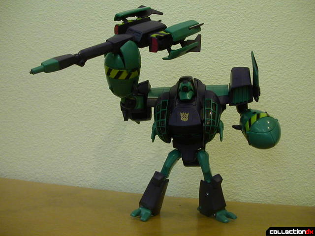 Decepticon Lugnut- robot mode posed (3)