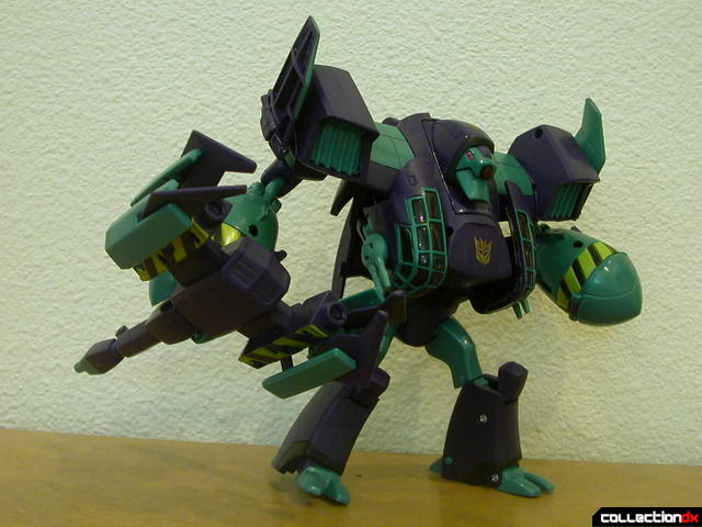 Decepticon Lugnut- robot mode posed (4)